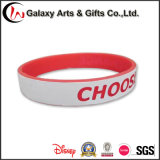 Gummihandgelenk-Bänder China im kundenspezifischen einzelnen Doppel-Schicht Silikon-Charme-Armband