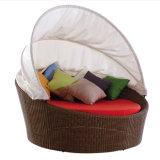 Im Freiengarten-Patio-Rattan-Möbel gefalteter liegenstuhl-Weidenstrand-Bett Sunbed Daybed