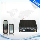 Carro que sigue el localizador auto del GPS del dispositivo con recordatorio de la voz