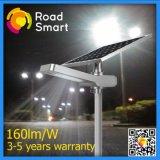 Éclairage de rue de stationnement à LED alimenté par énergie solaire avec capteur