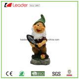 Estatuilla enana de Polyresin del bestseller con un rastrillo para los ornamentos del jardín