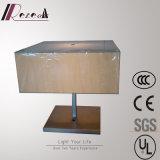 居間ファブリック陰の正方形のベッドサイド・テーブルランプ