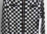 As mulheres modelaram a camisola de confeção de malhas do casaco de lã com Zipper