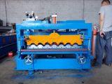 Los pasos hacen el rodillo esmaltado pared de los azulejos que forma la máquina
