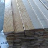 Ровным поверхностным настил белой золы разнослоистым проектированный партером деревянный