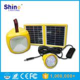 LEDの球根が付いている太陽キャンプランプ