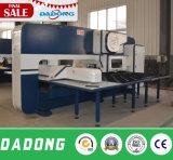 Macchina della pressa meccanica della torretta di CNC di Dadong D-T30 per elaborare della lamiera sottile