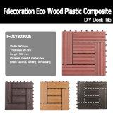 Le Decking décoratif du jardin WPC DIY couvre de tuiles le plancher composé en plastique en bois