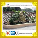 Piccola fontana decorativa con le caratteristiche della statua