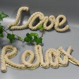 """Gancho de madeira da parede da corda do standard alto quente com letra """"amor """""""