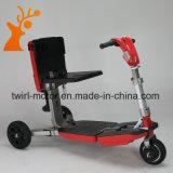 """Cor vermelha do bom preço que dobra o """"trotinette"""" elétrico da mobilidade"""
