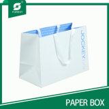 De witte Zak van het Document van Kraftpapier met Embleem dat voor het Winkelen wordt afgedrukt