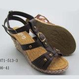 Género das mulheres e de mulheres do PVC Outsole sandálias materiais da cunha