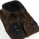 Chemise du velours côtelé de trois hommes de couleur