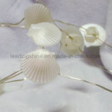 海のシェルの整形適用範囲が広い豆電球は白い屋内装飾の部品の結婚式AA電池を暖める