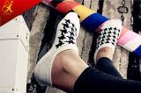 Socken-Schwarzweiss-Strumpfware-China-Fabrik der Form gekopierten Männer