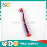 Roter Kind-Zahnbürste-Zahnpasta-Arbeitsweg-Installationssatz