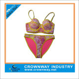 Bikini maturo su ordine del triangolo del neoprene delle donne