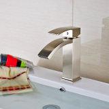 Misturador escovado da bacia do banheiro niquelar do projeto bronze novo