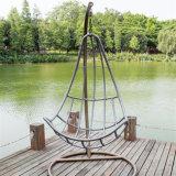 現代テラスの家具のハングの卵の振動椅子は平和および美を楽しむ