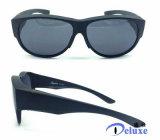 La manera del diseñador polarizó ajuste sobre las gafas de sol