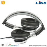 Earcupの回転ヘッドバンドのAdjustbleの極度の低音のヘッドホーンMic及び使用できる音量調節