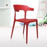 Используемый оптовой продажей стул пластмассы трактира стула Stackable