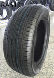 対称的な踏面パターンが付いている高品質車のタイヤ
