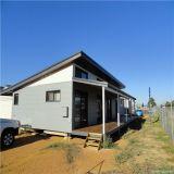 간단한 집은 가건물 조립식으로 만들어진 홈을 디자인한다