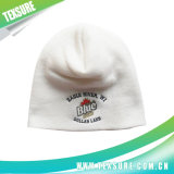 Подгонянный шлем связанный Beanie/крышки сплошного цвета акриловым с вышивкой (002)