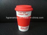 Tasse de café de porcelaine avec la couverture de silicium, à mur unique