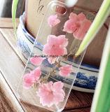 新しいすべてのモデルのiPhoneのための到着の組み込みによって押される花のエポキシの柔らかい可動装置か携帯電話の箱