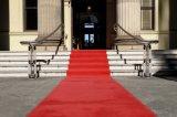 Выставка экспоната лестницы настила дома комнаты пола случая красного ковра напольная крытая