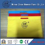 염색한 다채로운 쇼핑 백에 사용된 폴리프로필렌 PP 짠것이 아닌 직물을 회전시키 접착시킨다