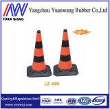Estrada que adverte o cone pequeno plástico vermelho do tráfego