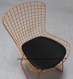 レプリカのレストランの椅子を食事する屋外の家具の金属線