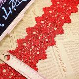 衣服およびホーム織物のためのレース10.5cmの幅の在庫の卸売の刺繍水Soluableのスイスのレース