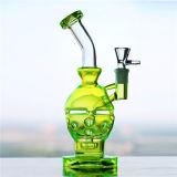 蛍光緑のFabergeの卵ガラスの煙る配水管