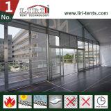 Barraca do VIP da ponte dobro de dois andares com parte superior da abóbada e a parede de vidro