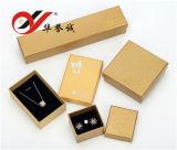 El rectángulo de joyería de papel amarillo fijó para el brazalete, anillo, almacenaje pendiente