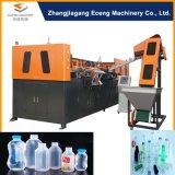 Botella de agua de consumición que hace la máquina