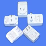 Adaptador branco/preto da potência do USB da porta 5V3a dupla