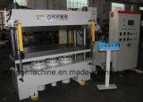 Machine de fabrication de panneaux de porte