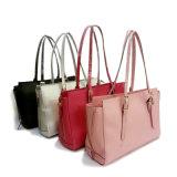 A simplicidade projeta sacos de ombro para coleções das mulheres