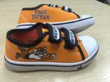 Sapatos de lona de velcro de injeção para crianças sapatos de skate para crianças (HH17603)