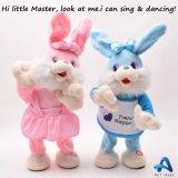 Le lapin cariqueux de jouet de peluche de couleurs électrique chantent le jouet pour des filles