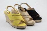 Chaussures supérieures de femmes de santal de mode de tissu coloré avec la cale