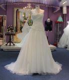 Una riga vestito dalla principessa cerimonia nuziale con il rivestimento/scialle del merletto