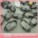 Cucire su vetro per la decorazione del vestito