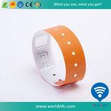 Un Wristband del vinilo de Ntag 213 RFID del uso del tiempo para el acontecimiento